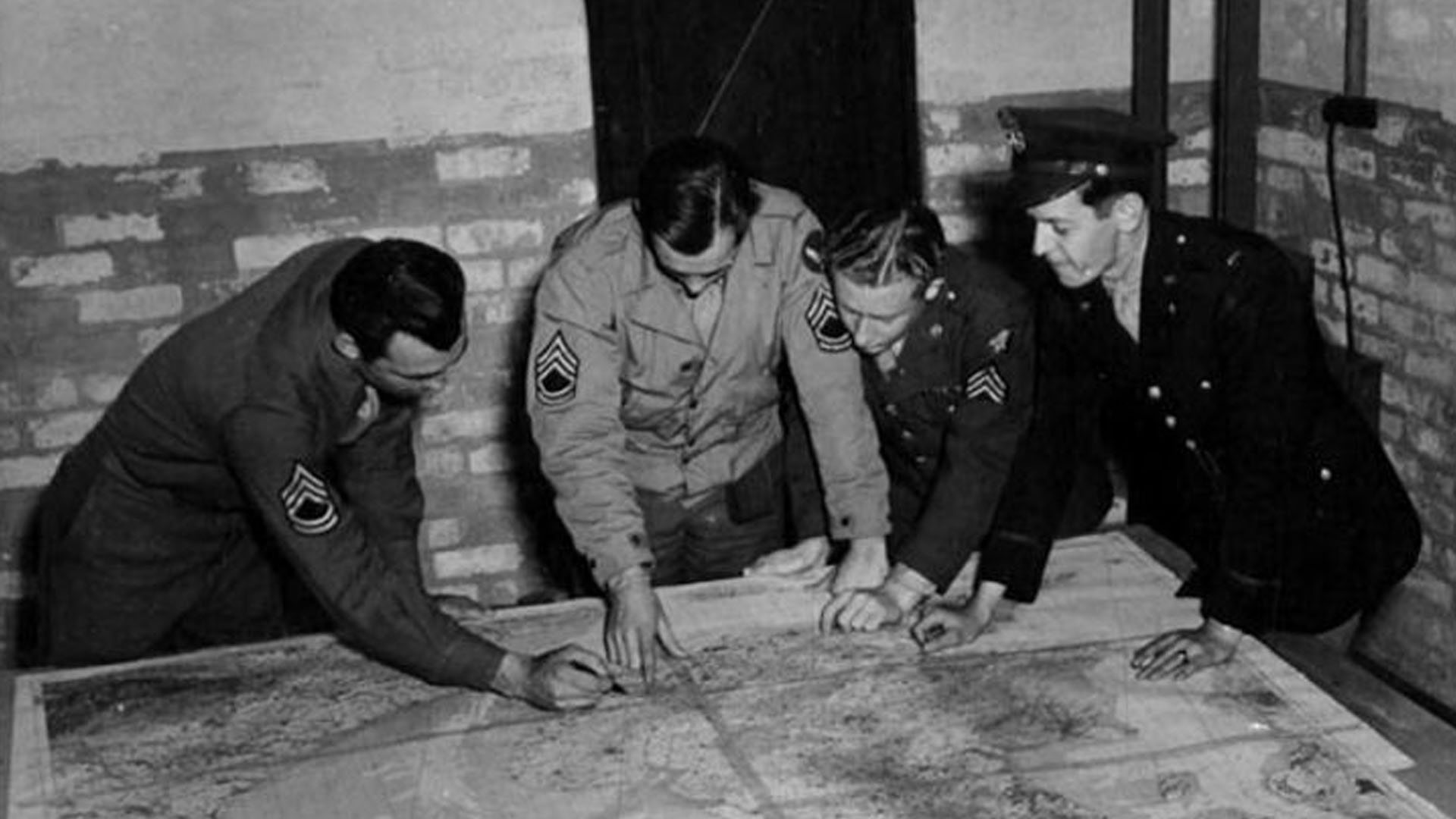 Crew Briefing at Toome Airfield