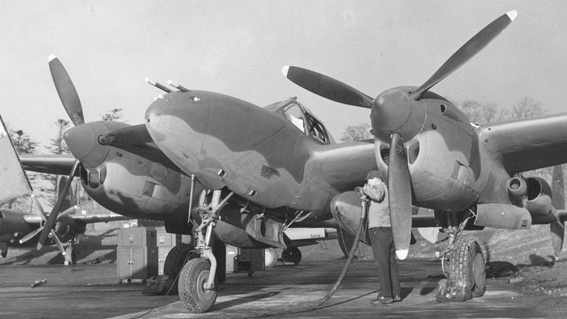 Refuelling a P-38J at Langford Lodge