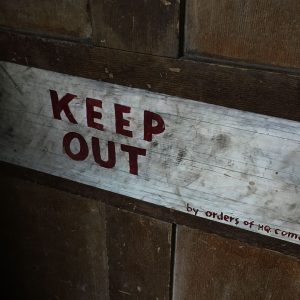 wartime-ni-brownlow-house-keep-out-sign